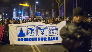 Anti-PEGIDA protestors making fools for themselves