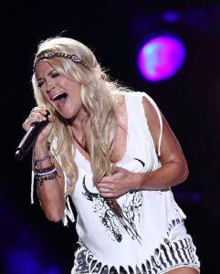Carrie_Underwood_-_LP_Field_-_CMA_Fest_2013_-_Nashville,_Tn_237